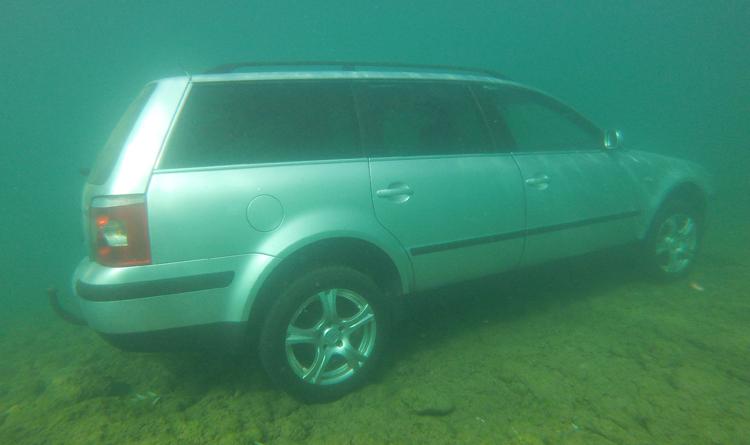 """Ronioci RK """"Neretva"""" izvukli potopljeno vozilo"""